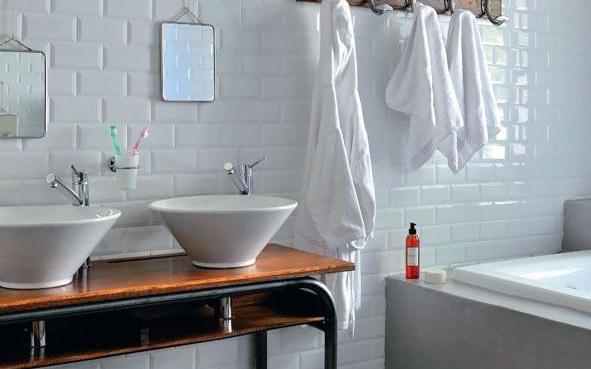 De la r cup et du vintage pour la salle de bains de nos for Fumer dans la salle de bain